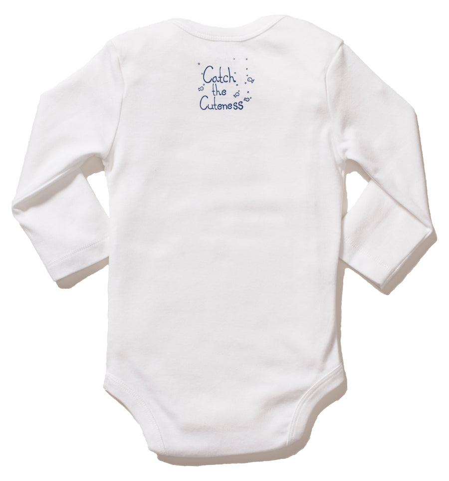 Our Organic Cotton Long sleeve onesie with cowfish print on the front is the perfect gift for any ocean lover! The super soft cotton and eco printed cowfish stays vibrant with every wash! Perfect for an adventurous baby on the go.