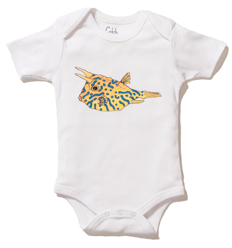 Our short sleeve Organic Cotton onesie with cowfish print on the front is the perfect gift for any ocean lover! The super soft cotton and eco printed cowfish stays vibrant with every wash! Perfect for an adventurous baby on the go.