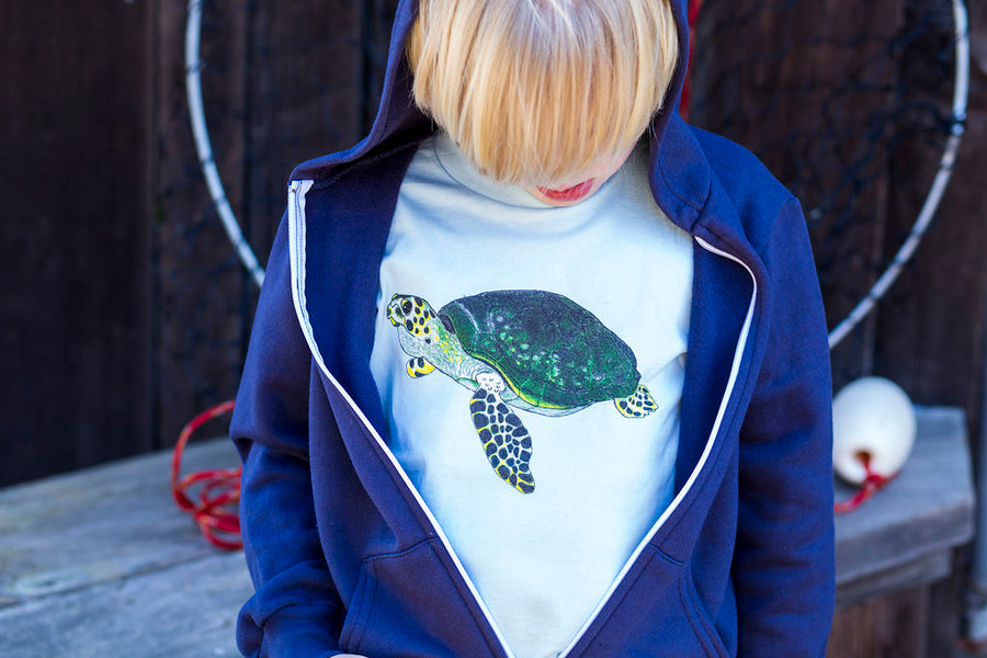 The Baby Blue Sea Turtle Tee toddler tee is perfect to layer with our Shrimp 'n Lobster hoodies. The zip up front keeps little explorers warm. Show off your love for the ocean when you double up on a Sea turtle tee and hoodie! Mix and match your favorite sea creatures!