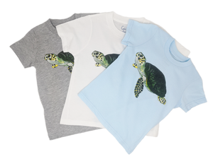 Our Sea turtle toddler tee comes in three colors, white, baby blue and grey! Show how you love the ocean by wearing Shrimp 'n Lobster apparel.