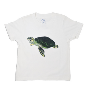 The Sea Turtle toddler tee is the perfect gift for every ocean lover. The soft cotton and eco printed Sea Turtle hold colors for even the most adventurous kid! Multiple washes with no fading. Show you love the ocean by wearing Shrimp 'n Lobster apparel!