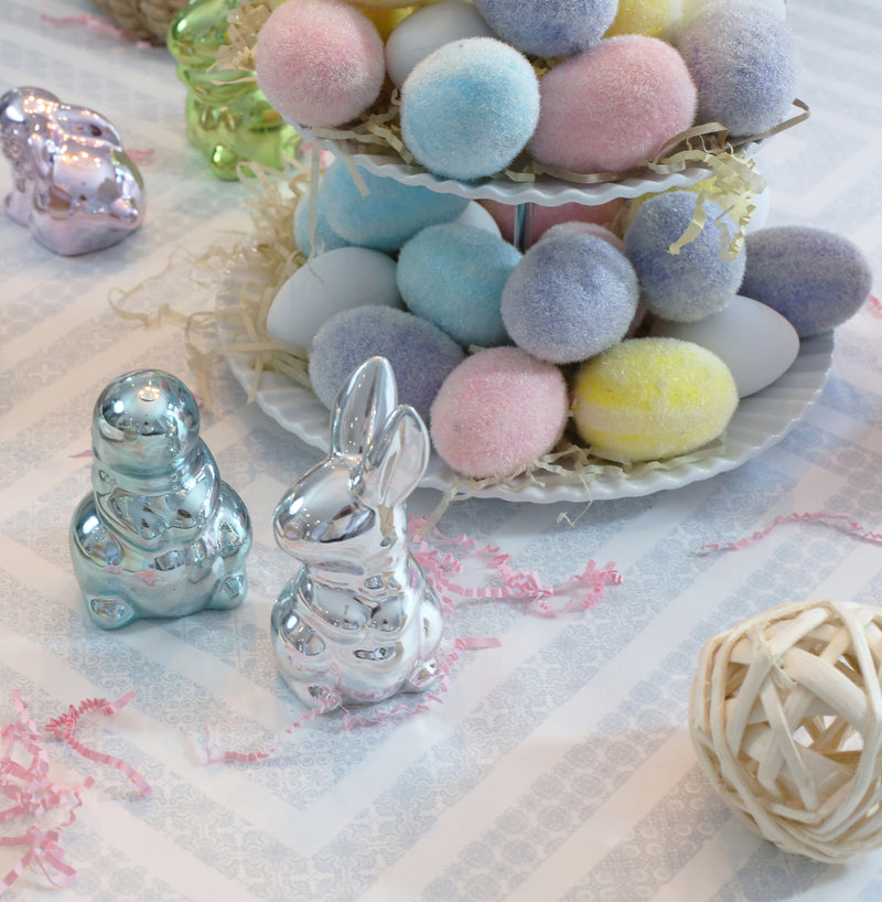 A CHARMING LITTLE EASTER KIDS TABLE