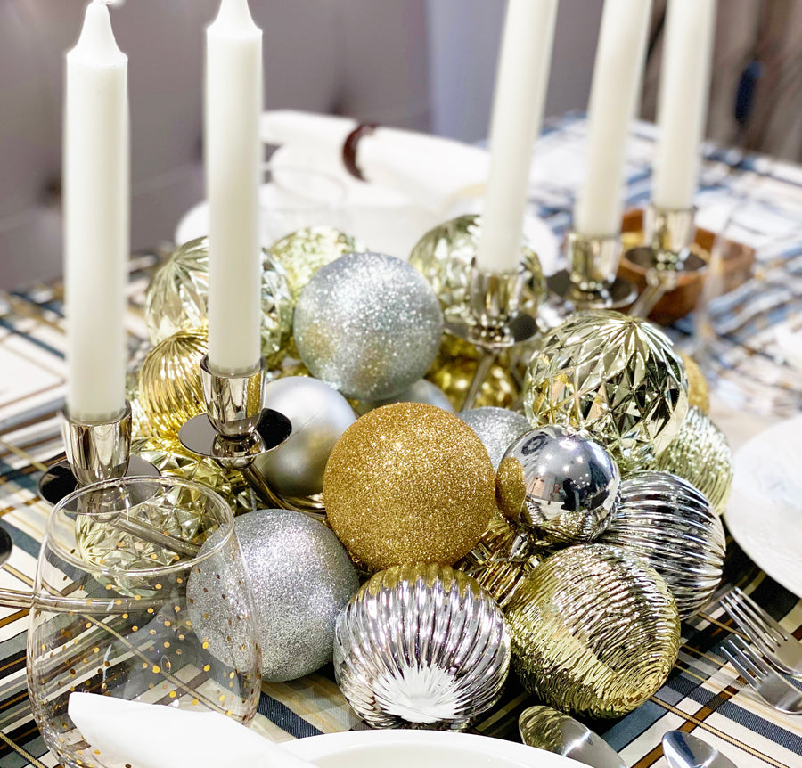 EASIEST DIY ORNAMENT CENTER PIECE