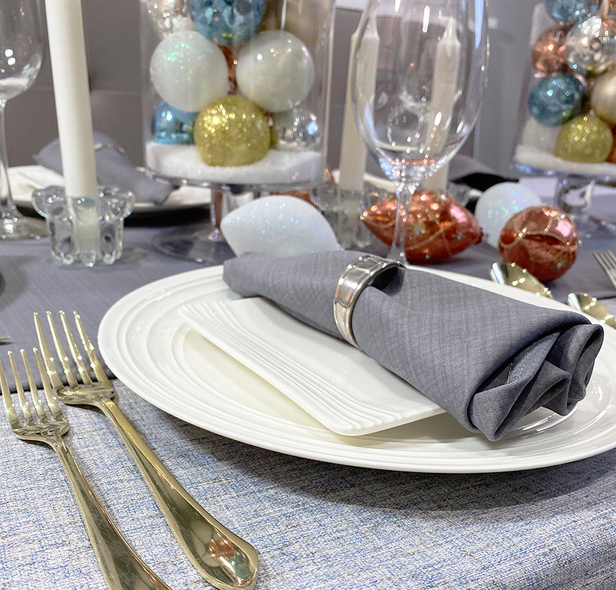CHIC CHRISTMAS TABLE WITH DYI ORNAMENT VASES