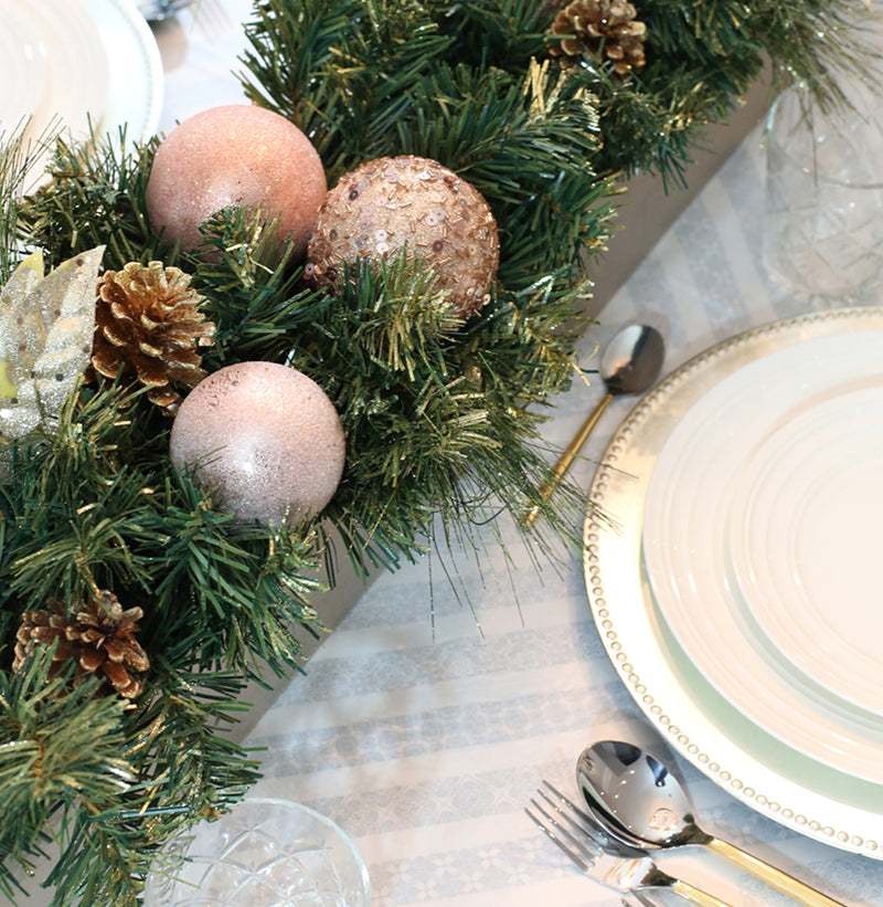 EFFORTLESSLY CHIC & EASY HOLIDAY TABLE