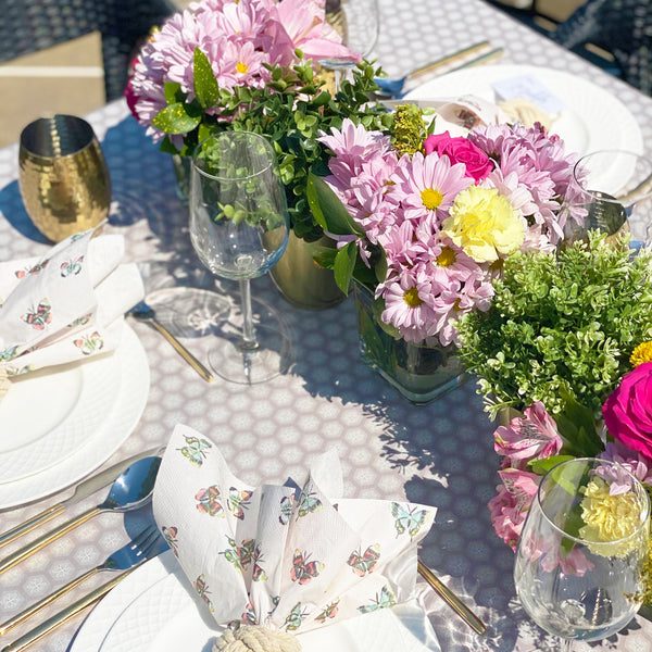 Fast and easy tips for a beautiful brunch table setting.