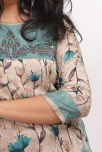Load image into Gallery viewer, Floral Printed Daily Wear Kurti