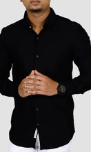 Load image into Gallery viewer, Men Black Solid Slim Fit Casual Shirts