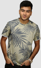 Load image into Gallery viewer, Men Faded Green Leaf Printed Cotton Casual T shirts