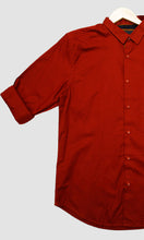 Load image into Gallery viewer, Men Brick Red Solid Slim Fit Casual Shirts