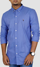 Load image into Gallery viewer, Men Solid Blue Slim Fit Casual Shirts