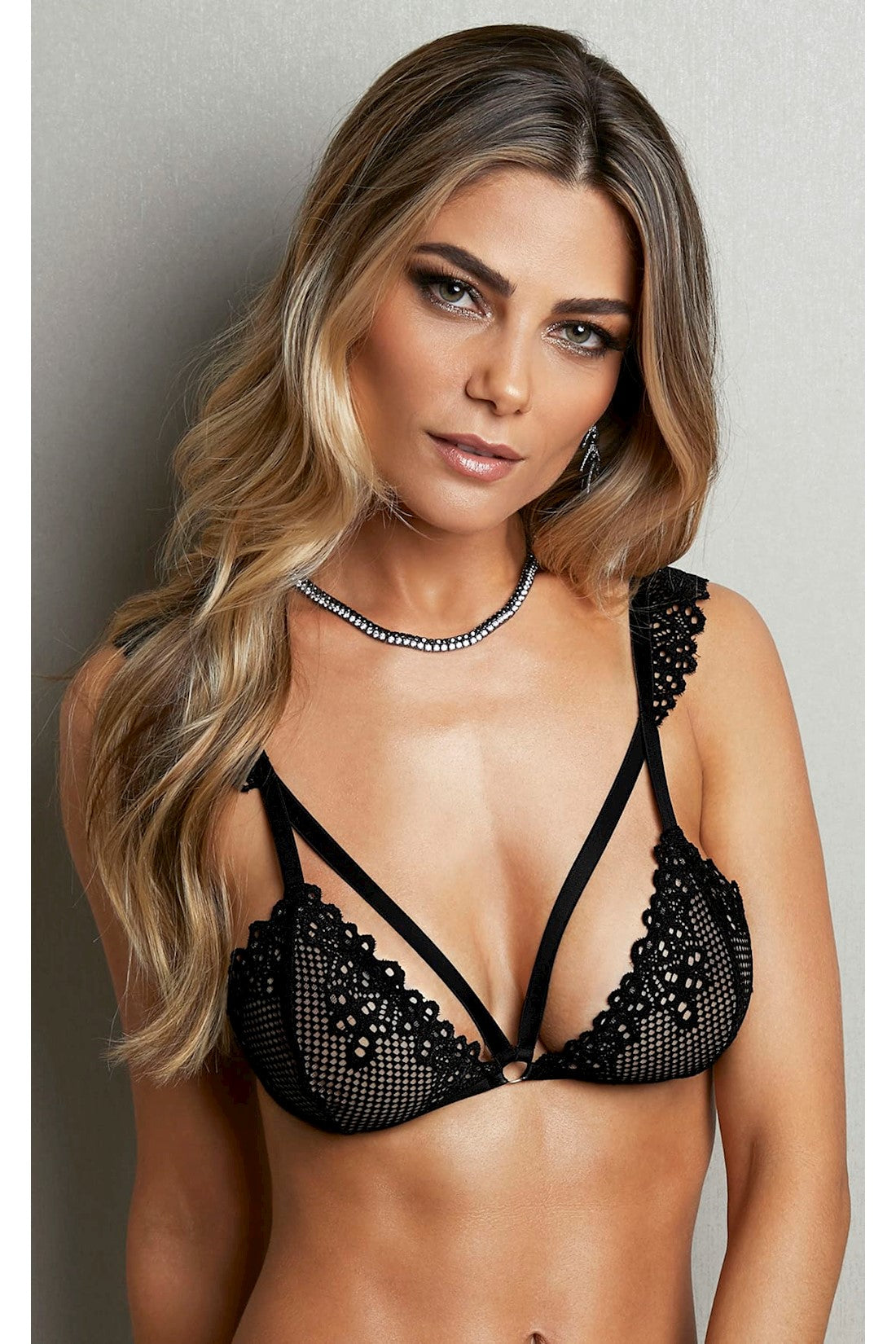 Strappy Bra in Black Lace, Belles