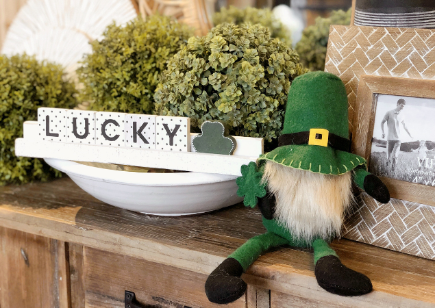 The LUCK of the Irish // St. Patirck's Day Decor