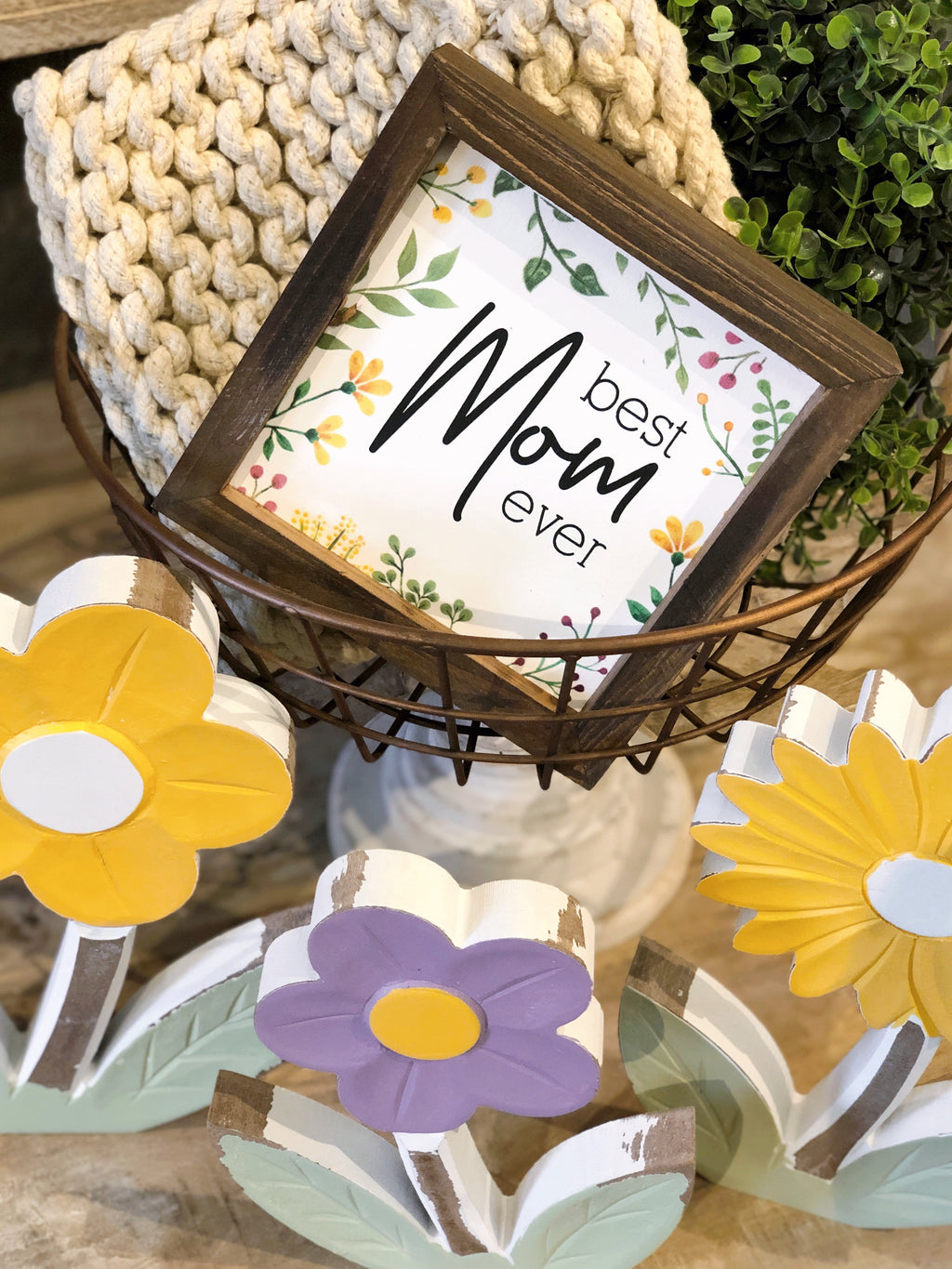 """Best Mom Ever"" Floral Sign"