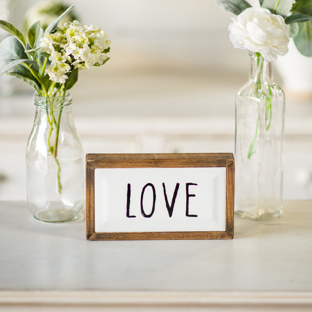 "Block Sign ""Love"""