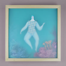 Load image into Gallery viewer, La Bañista del Arrecife Rosado (Swimmer by the Pink Reef) | Sonia Alins | Painting