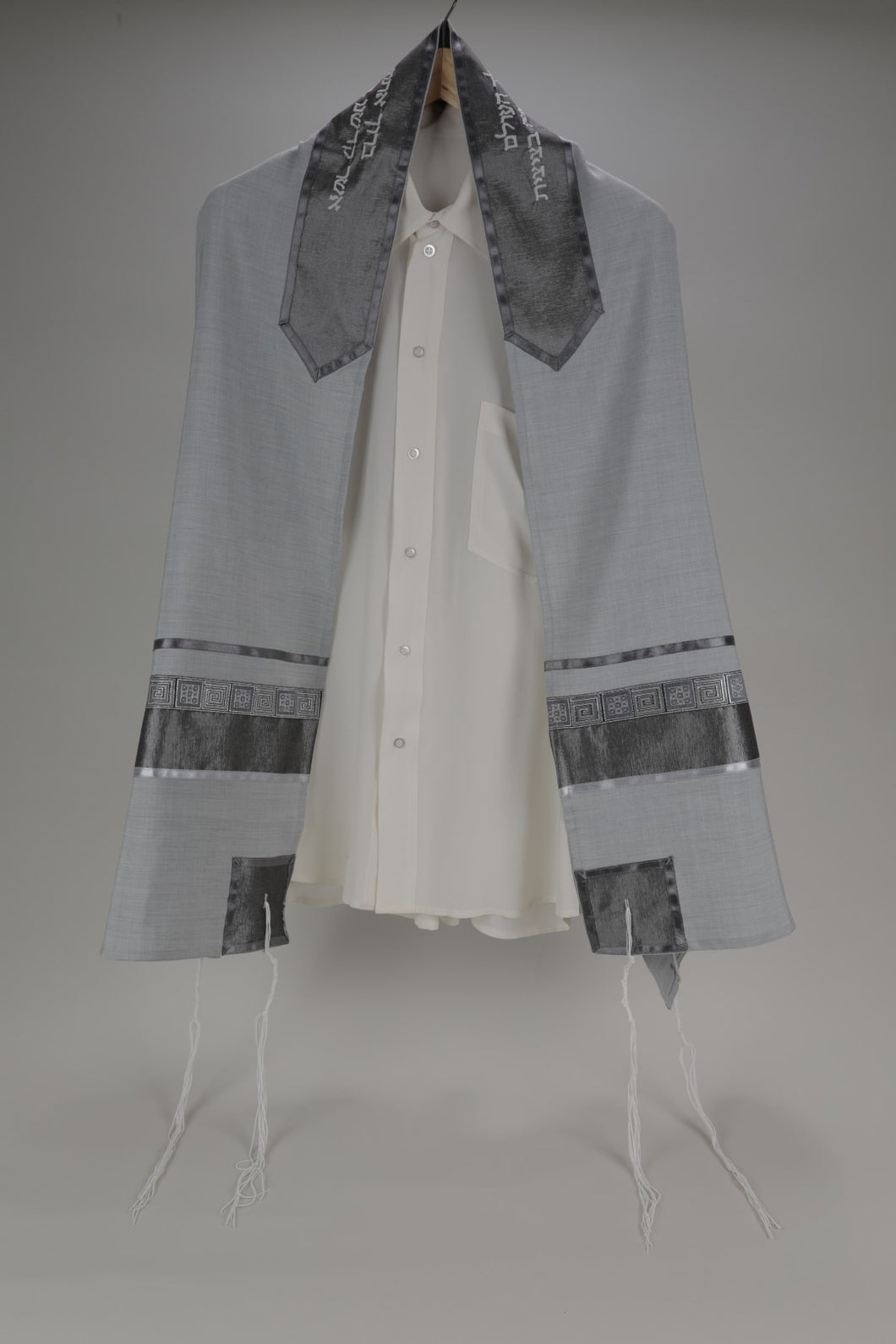DISTINGUISHED GRAY TALLIT WITH GEOMETRIC DESIGN