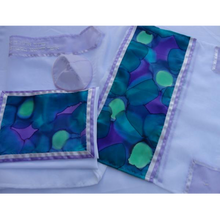 Load image into Gallery viewer, Spring Fragrance Tallit for women