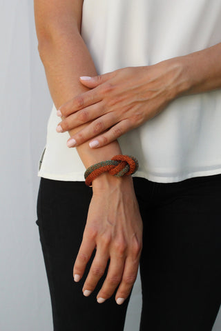 Pulsera nudo simple bicolor