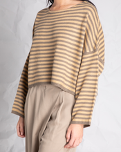 Load image into Gallery viewer, Oversized Crop Sweater