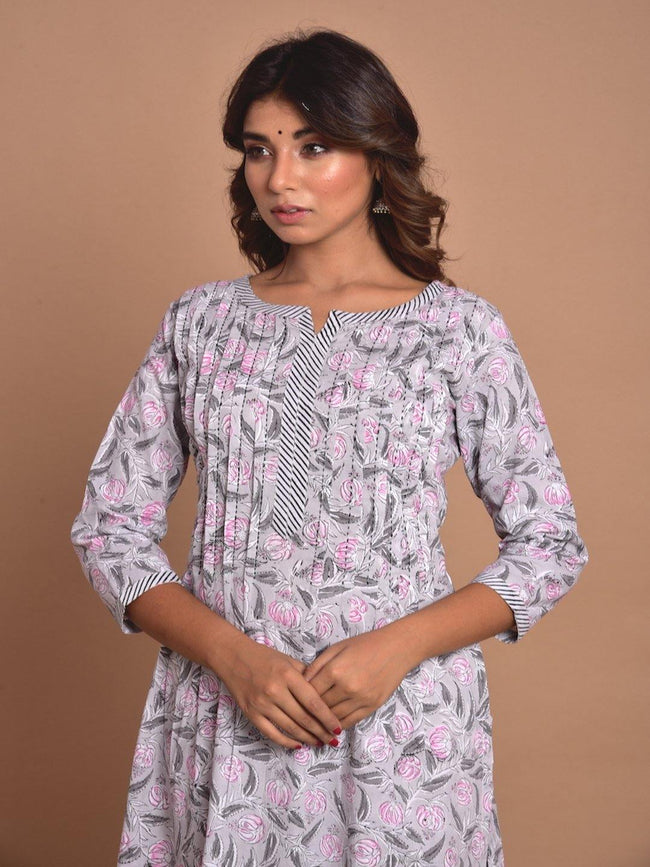 ZERE-Grey & Pink floral cotton kurta with pleated yoke PLUS - ZERESOUQ