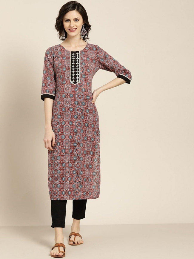 Women Maroon embroidered printed straight kurta with black solid pant - ZERESOUQ