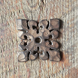 Load image into Gallery viewer, Dunmow Crest Fleur De Lis Iron Washer
