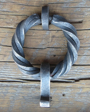 Square Twisted Ring Pull with Drop