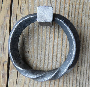 "Load image into Gallery viewer, 4 1/2"" Twisted Base Ring"
