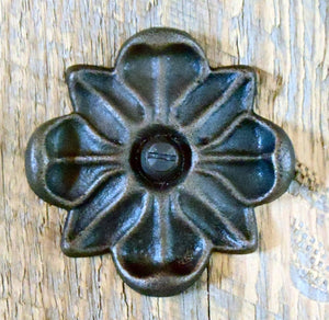 Load image into Gallery viewer, HRC-03 Floral Iron Rosette