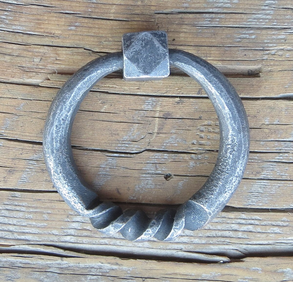 Round Twist Base Ring Pull