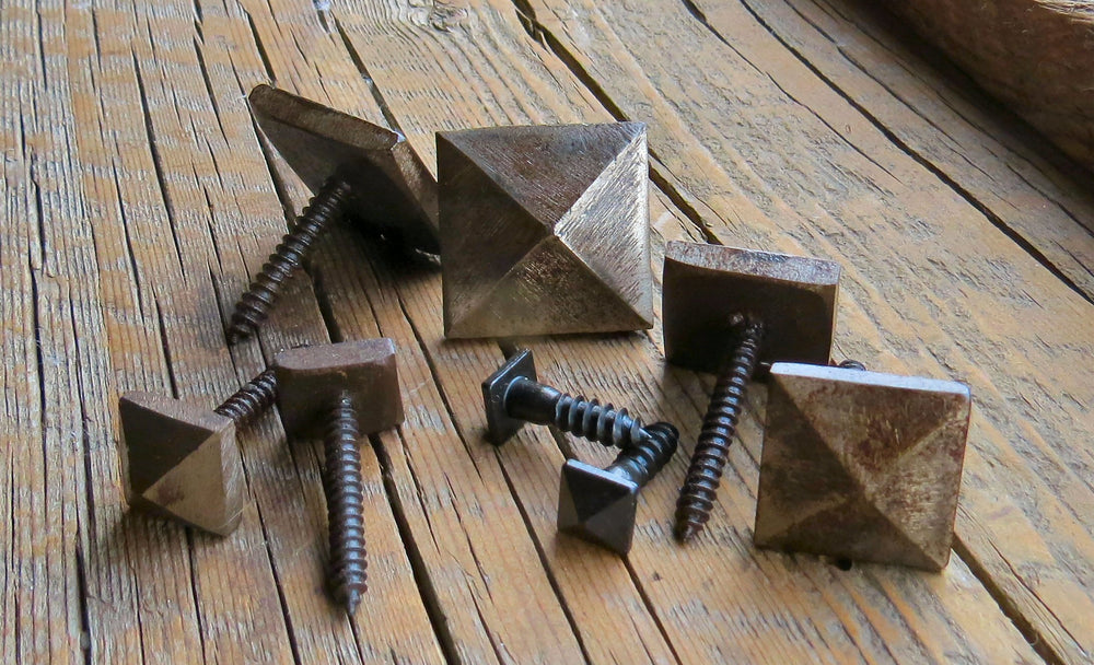 "1/2"" Pointed Pyramid Head Screw"