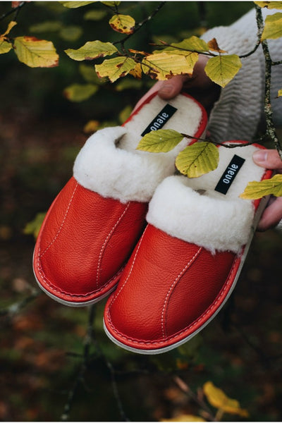Red Wool Slippers - ONAIE