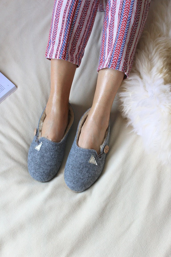 Grey Felt Wool Slippers - ONAIE