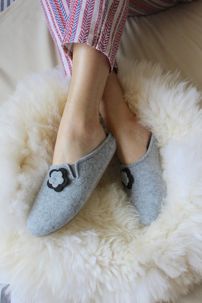 Black Flower Slip on Felt Slippers - ONAIE