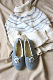 White Flower Felt Slippers - ONAIE