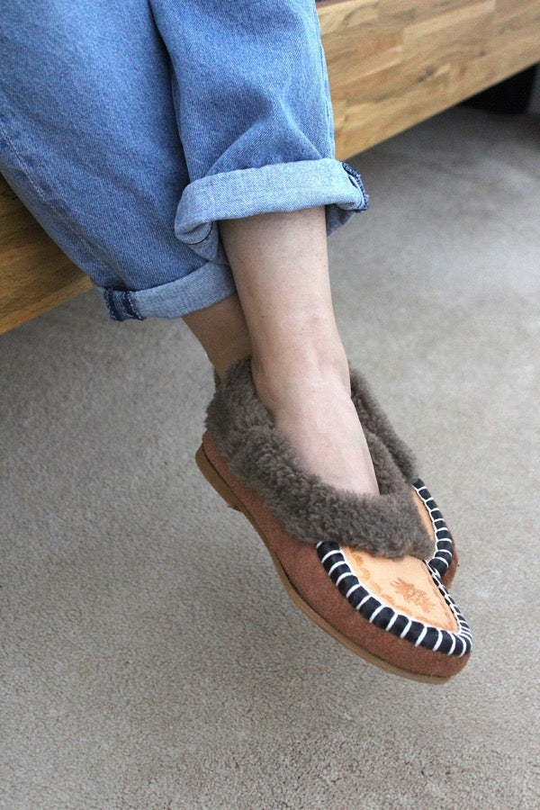 ONAIE Ascot Slippers