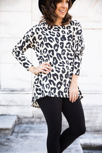 Ivory Leopard Print Hi-Low Tunic Top with Pockets (Standard, Plus)