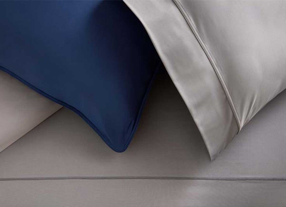 Duvet cover on bed in bedroom environment #choose-your-color_#choose-your-color_navy-graphite