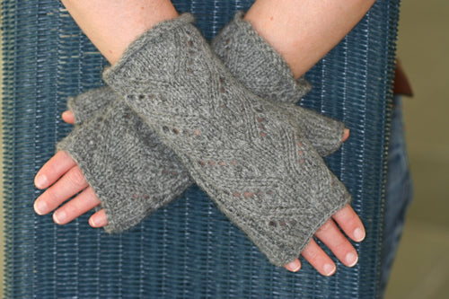 Town End Alpacas - Lacy Fingerless Mitts Pattern