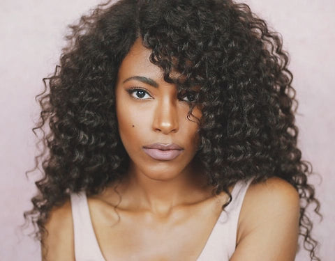 Voluminous and Kinky Textured Curls
