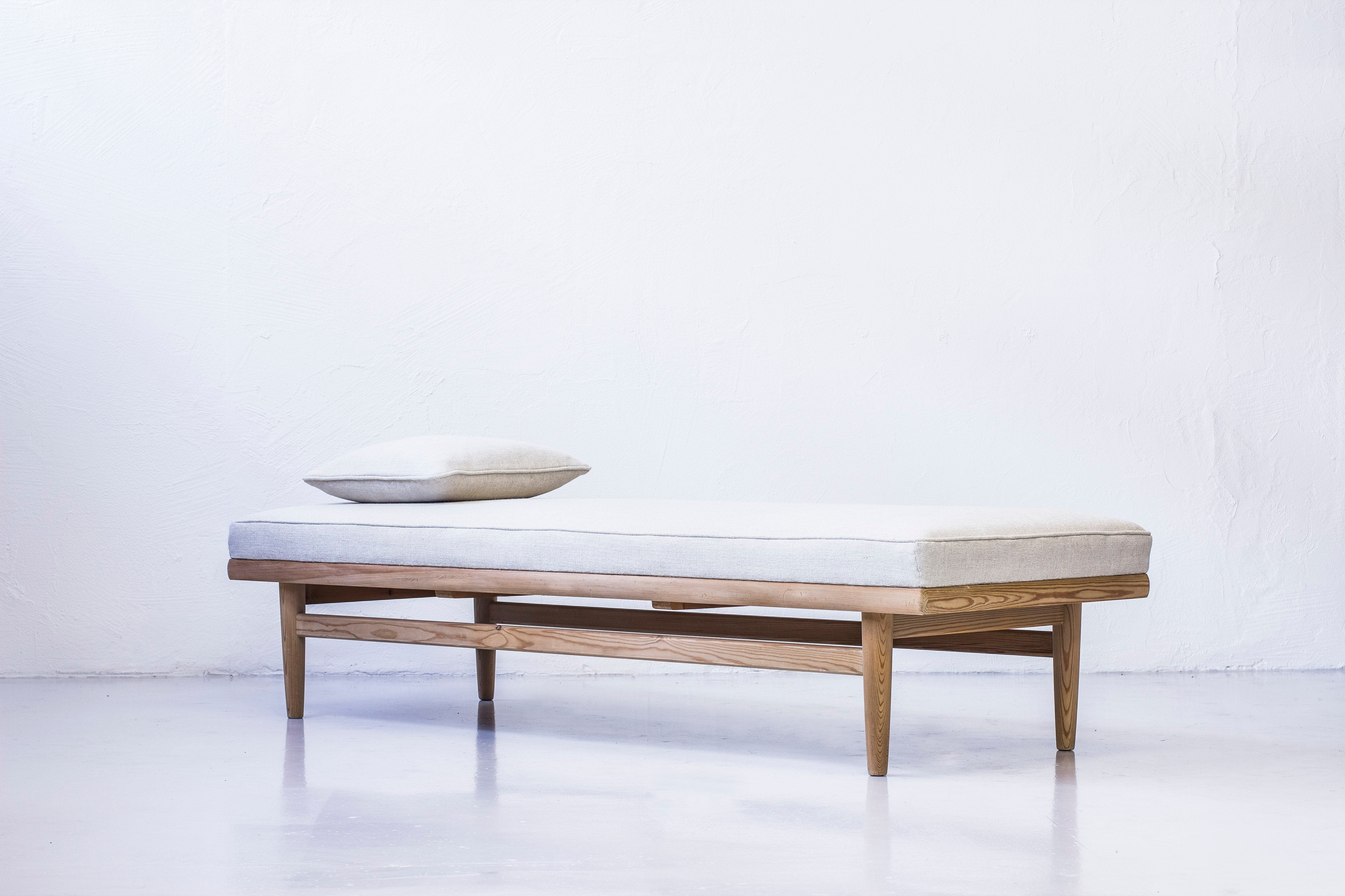 Norwegian daybed by Harry Moen