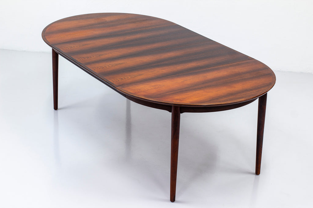 Dining table by Arne Vodder
