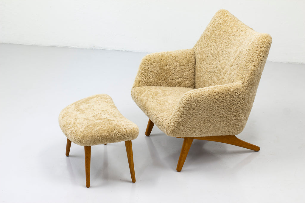 Lounge chair with ottoman by Illum Wikkelsø