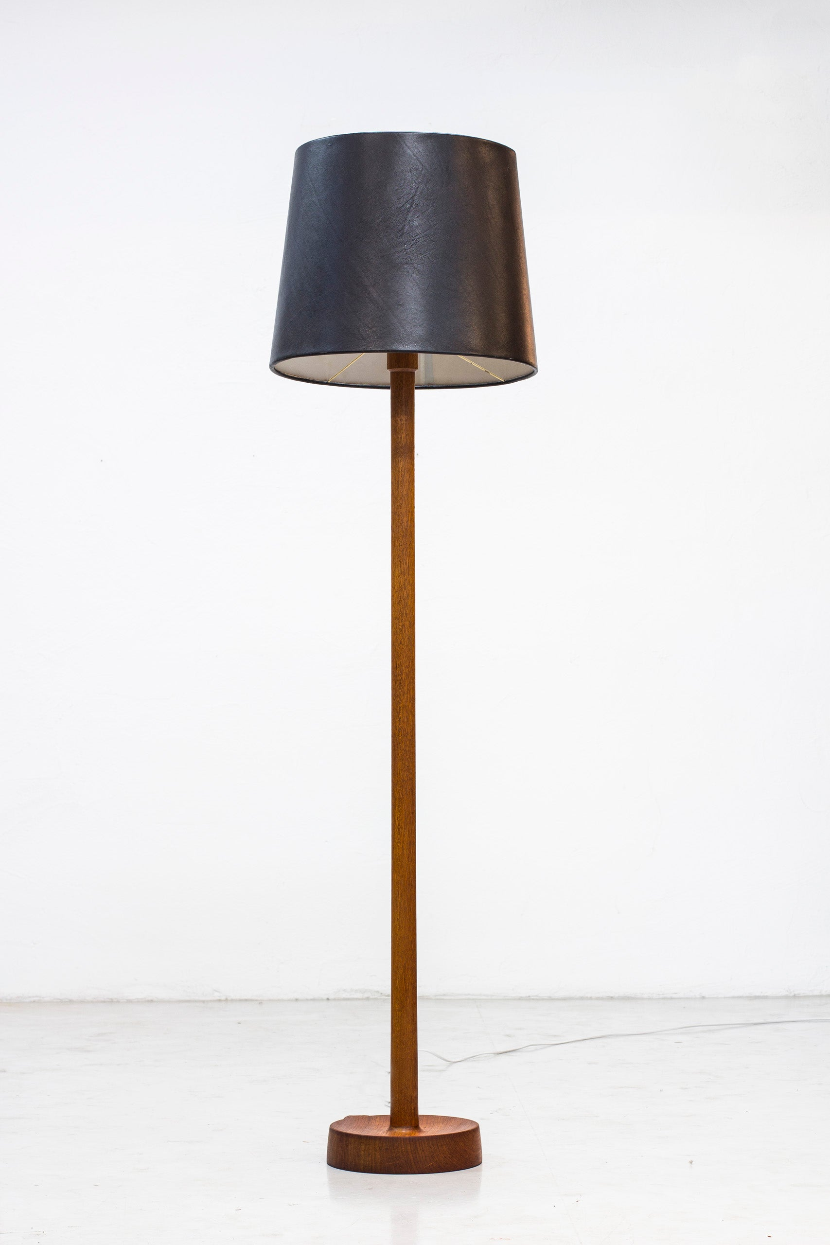 Floor lamp with leather shade by Luxus