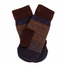 Load image into Gallery viewer, Gotland Pattern Swedish Mittens