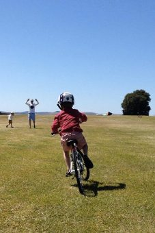 2014-01-13_red_shoes_kids_bike_review_proud_dad