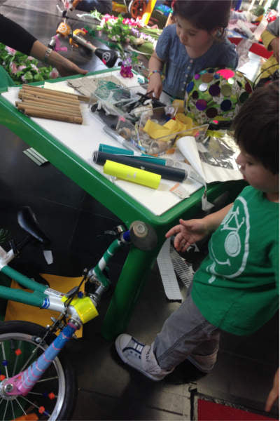 2015-04-wheelie-workshop-kids-busy