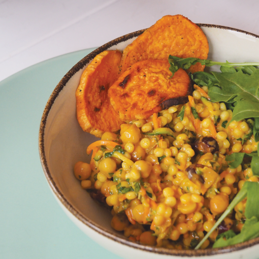Lauwarmer Perlcouscous-Curry-Salat
