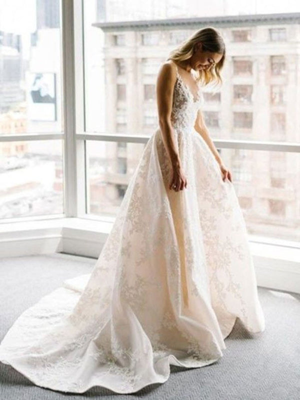 Straps Appliques Sleeveless Court Hall Wedding Dress